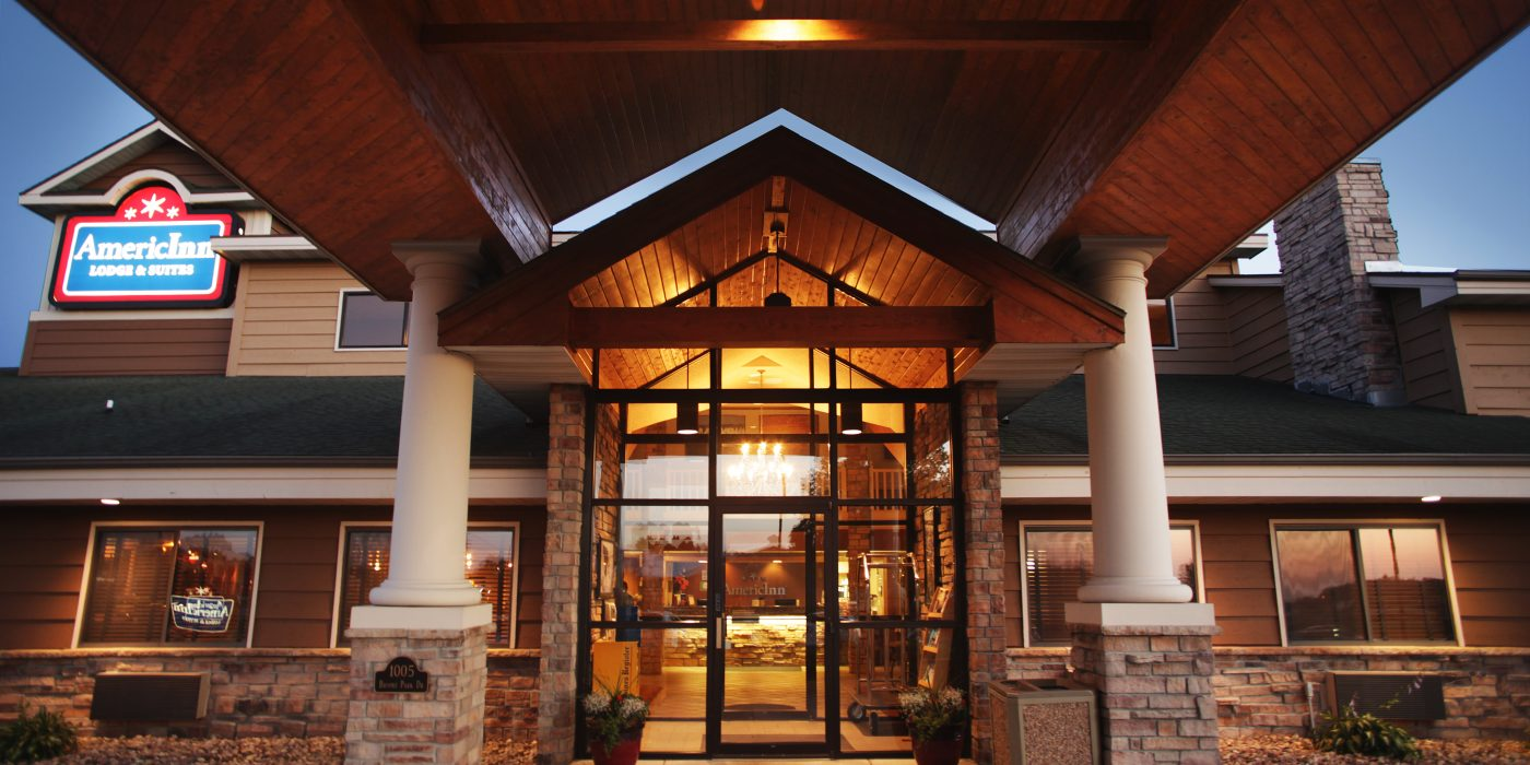 AmericInn Lodge in Okoboji Entryway