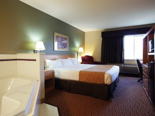 King Room with Whirlpool at Ramada of Spirit Lake
